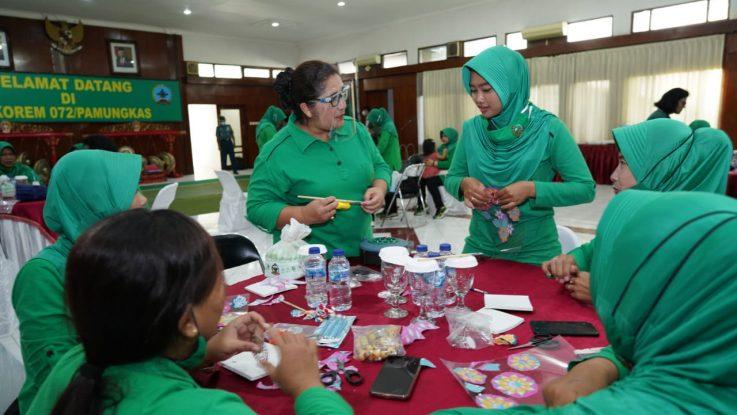 Persit KCK Koorcabrem 072 PD IV/Dip Belajar Keterampilan Seni Sospeso Crafter